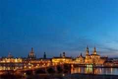 Altstadt-Silhouette von Dresden zur Blauen Stunde