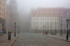 Schlossstraße Dresden im Nebel