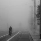Radfahrer im Nebel