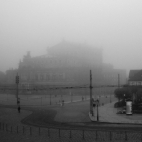 Semperoper im Nebel