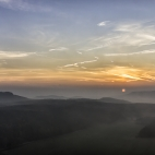 Pfaffenstein Nebel und Sonnenaufgang