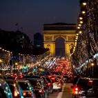 Avenue des Champs-Élysées (Freihandaufnahme)