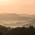 Nebelschwaden und Morgenrot
